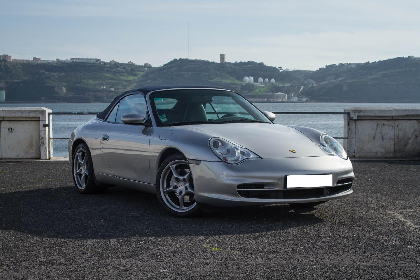 Porsche 911 Carrera 4 Cabrio (2001)